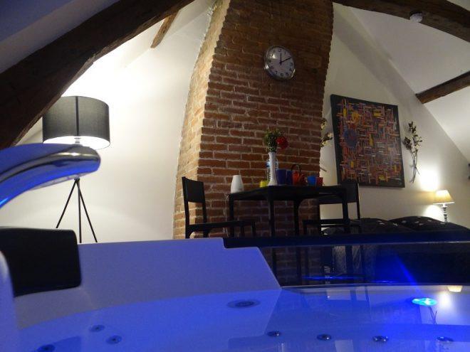 Loveloc - Chambre d'hôtes avec jacuzzi privatif La Longere à Honfleur
